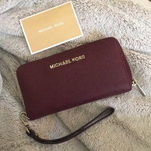 Women's MK wallet (in Merlot)